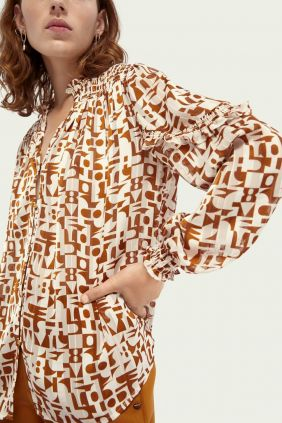 Blusa estampado Geométrico Maison Scoth modelo parte delantera